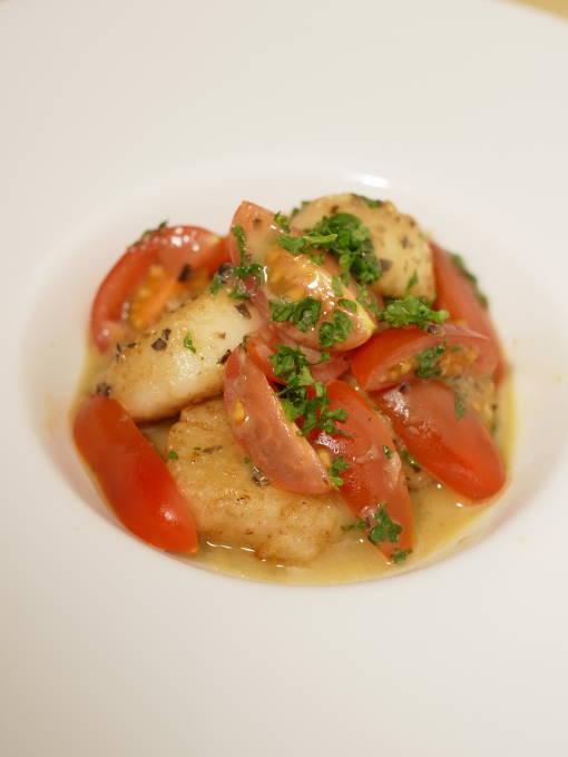 江別フレンチ『レストラン シェ・キノ』「ホタテ貝とトマトとオリーブのフリカッセ」